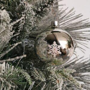Śnieżynki na srebrnej. 8cm/6szt