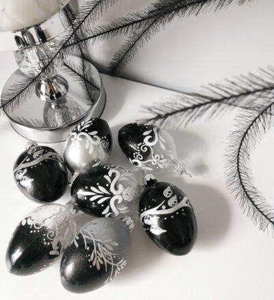 Jajko czarne ze srebrnymi listkami. 6cm/1szt