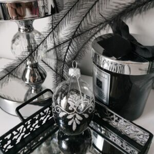 Jajko transparentne ze srebrnym ornamentem. 6cm/1szt