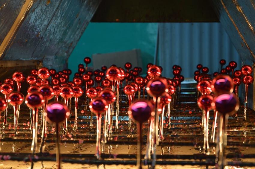 Jak powstają szklane bombki choinkowe